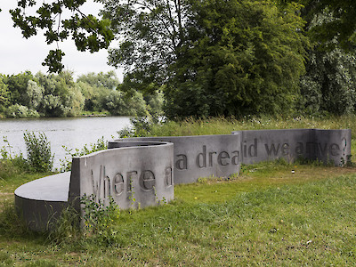"Skulptur ""Where am I? As if in a dream… Did we arrive?"""